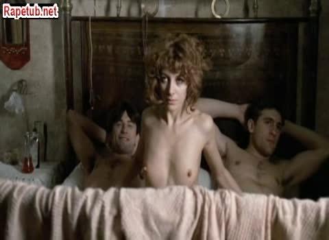 Секс втроем (звезды в старом кино Роберт Дениро и Жерар Депорте).