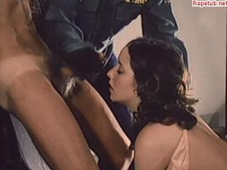 Мужики в балаклавах напали на молодую пару и заставили заниматься сексом.