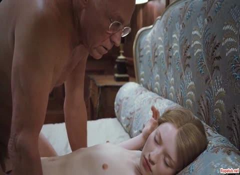 Старик трахает молодую девочку.