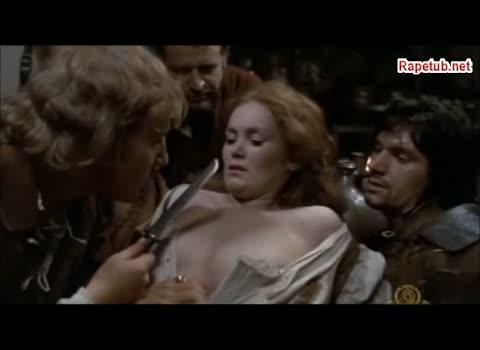 Крестьяне-разбойники допрашивают девушку официантку