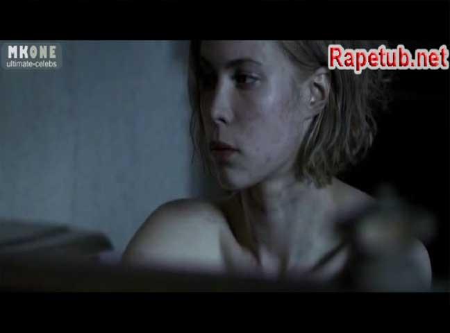Девушку насилуют очень много человек