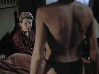 chtobi-ulozhit-spat-pokazala-grud-porno-porno-s-izvestnimi-lyudmi-video