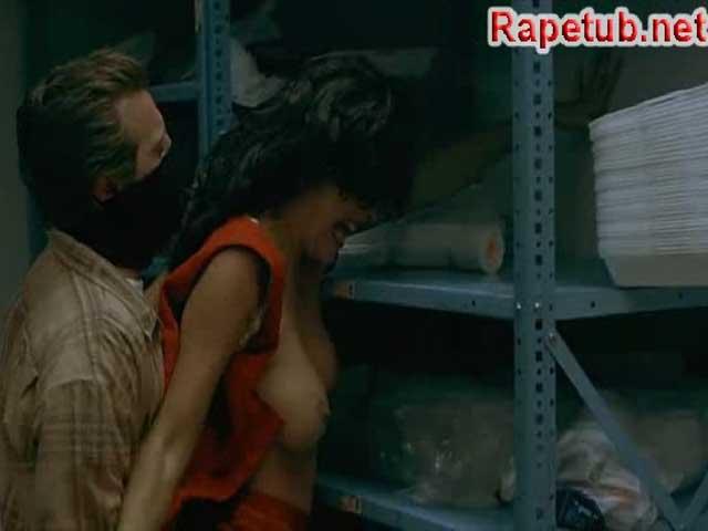 Сцена изналования из фильма порно фото 475-321