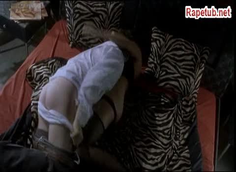 Изнасилование молоденькой стриптизерши.