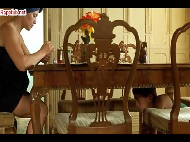 Кино подсматривает под столом фото 234-600