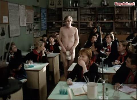 Учительница падает в обморок, увидев пенис ученика.