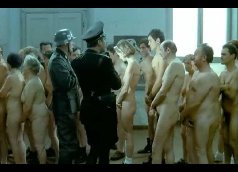 Фашисты снимают на камеру голую девушку