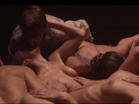 Нейранный секс молодого человека и девушки в коме
