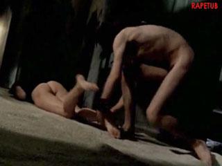 Странный человек, трахал и избил женщину