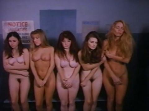 Тюремщики заставляют заключенных девушек продовать себя