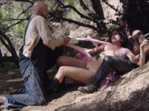 Сумасшедшие крестьяне похитили и изнасиловали девушку