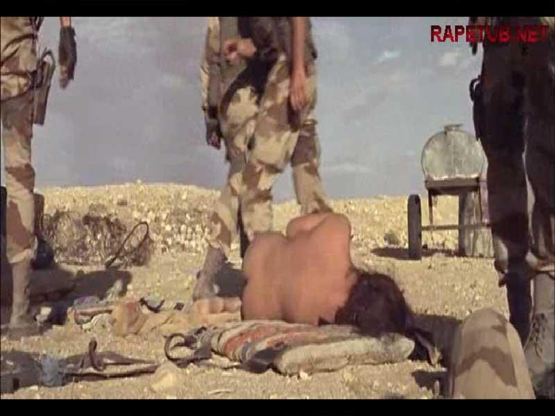Солдаты и голая беззащитная девушка.