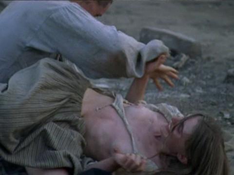 Массовое изнасилование женщин на острове.