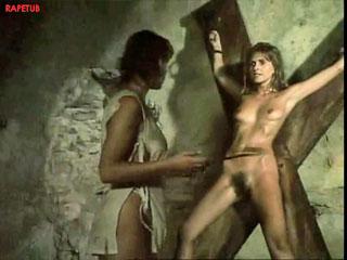 Осмотр пленных женщин, принуждение к раздеванию.