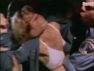 Женщину-полицейскую изнасиловали свои-же напарники.
