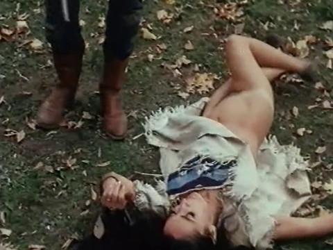Индейцы гоняются за белыми женщинами а ковбои за краснокожими красавмцами