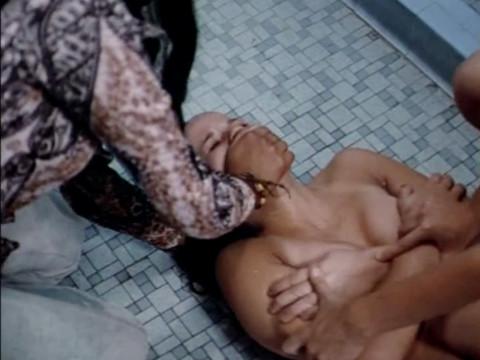 Изнасилование девушки садистами-лесбиянками