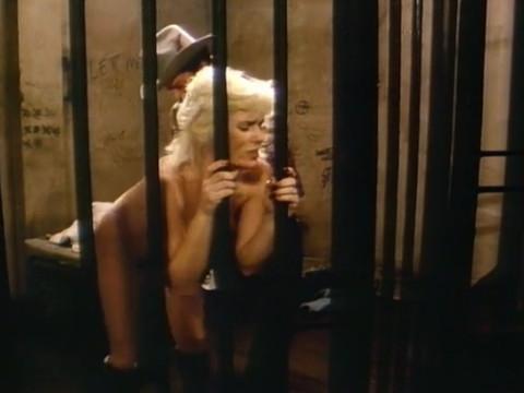 Девушка заплатила натурой чтобы выйти из тюрьмы