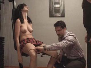 Стриптизершу заставили оказать интимные услуги
