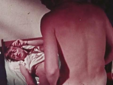 Отчим склоняет приемную дочь к сексу