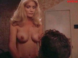 Начальник трахает жену подчиненного прямо у него на шлазах