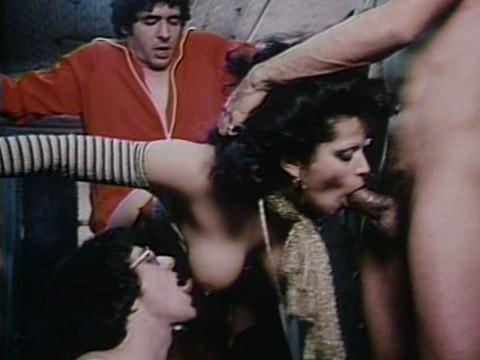 Две сцены принуждения к групповому сексу