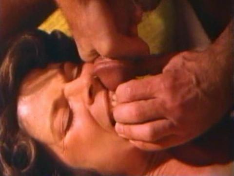 Злой врач гипнотизирует женщин, превращая их в сексуальных рабынь