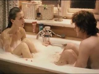 Залез в ванну к сестре а потом переспал с ней