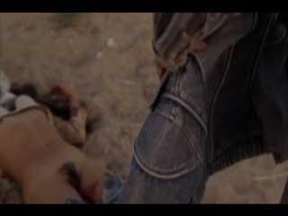 Банда отморозков насилуют и убивают девушку у себя в фургоне.