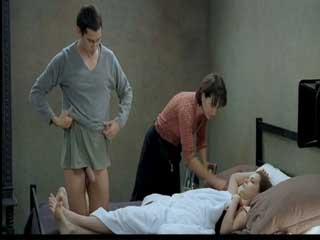 Режиссер идет на все ради съемки интимных сцен.