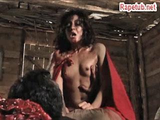 Сожитель матери насилует падчерицу.