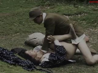 Ненормальный японец приучает девушку к ненормальному сексу