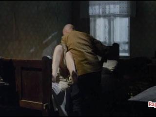Комдив берет силой полюбившуюся ему женщину.