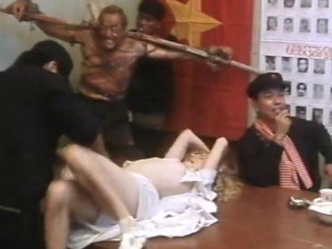 Коммунисты обесчестили пленную девушку