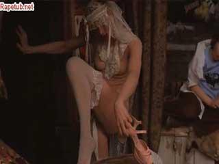 Женщина станцевала стриптиз и предложила трахнуть ее.