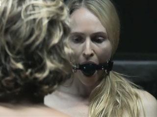 Девушка вынуждена сняться в порно.