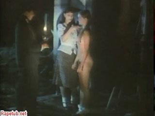 Девушка показывает мальчику женское тело и даже разрешает потрогать.