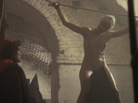 Инквизиция пытает манахиню за распутство