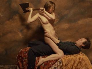 Фотограф делает откровенные обнаженные фото