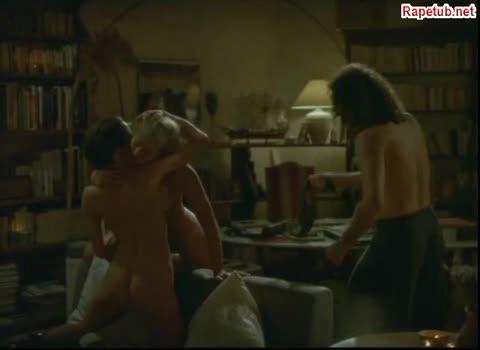 Сцена порки и секса, мастурбации и порки ремнем.