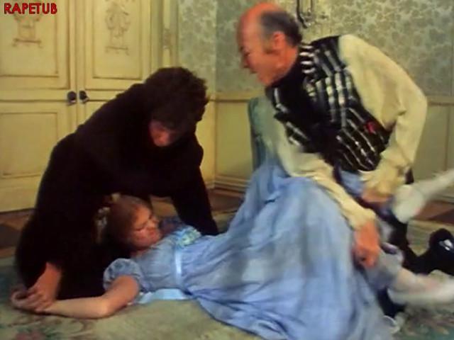 Священник и дядя хранят невинность девушки странным образом