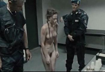 Позор избиение и унижения в полицейском участке.