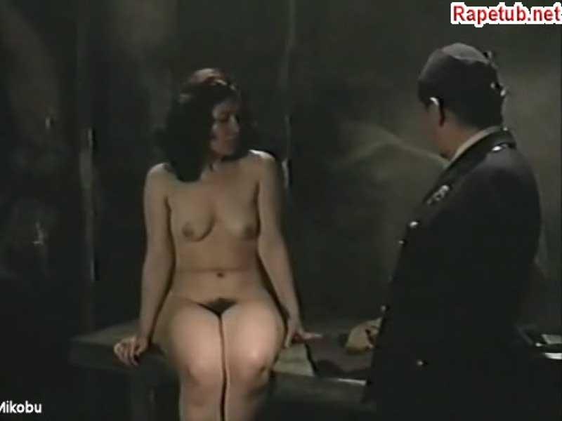 Порно принуждение пленницы