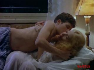 Секс худ фильм женщина соблазняет парня фото 650-398