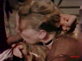 Мужчина мстит женщине силой трахая ее в рот