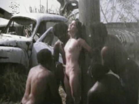 Негры насилуют по очереди белую красотку Луселия Сантос.
