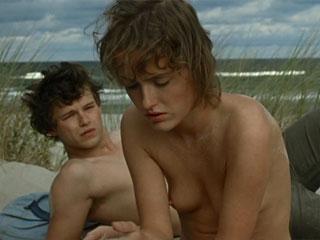 Страстный секс на берегу моря