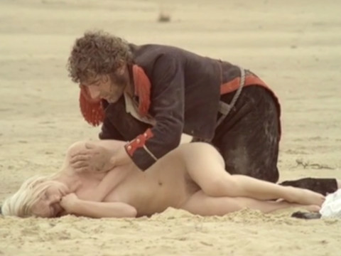 Бандиты напали на женщину слепого солдата