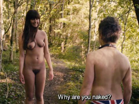 Парень в лагере нудистов наблюдает за половым актом.