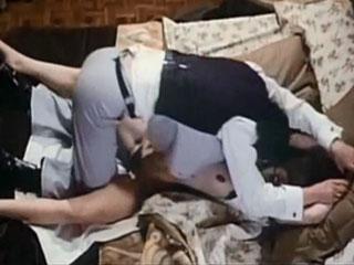 Сильный мужик взял девушку силой в спальне.